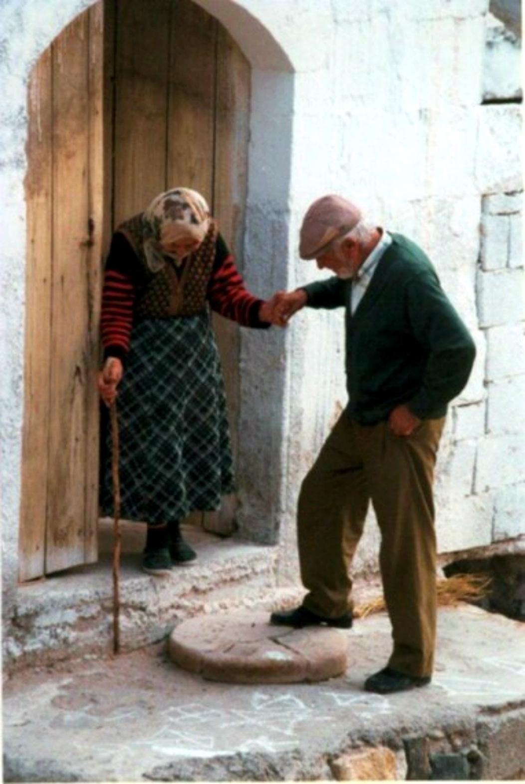 صورة اجمل الصور المعبرة عن الوفاء الحقيقي والاخلاص والحب , اخلص لحبيبك تجدة بجوارك