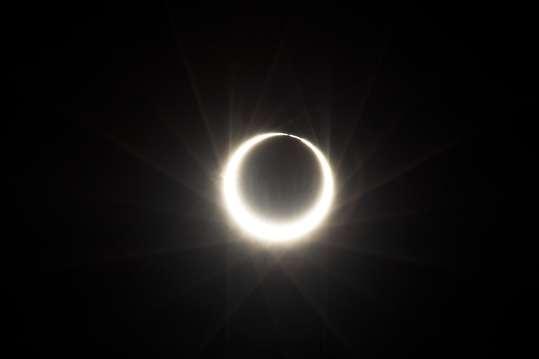 صورة صور لون اسود , غير الخلفية واجعلها مثل ظلام الليل وبة شعاع من النور 71 8