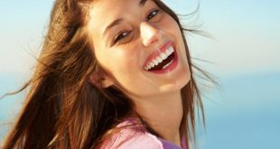 صورة صور بنات بتضحك , اضحكي يا رايقة خلينا نفرفش معاكي
