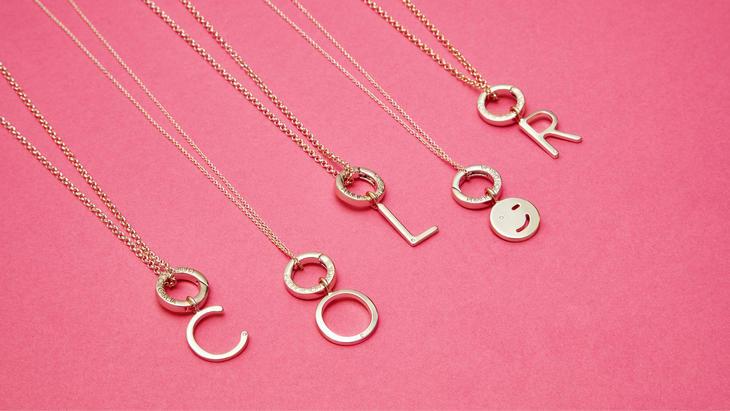 صور اكسسوارات على شكل حروف , اختاري اكسسوار بحرف اسم حبيبك