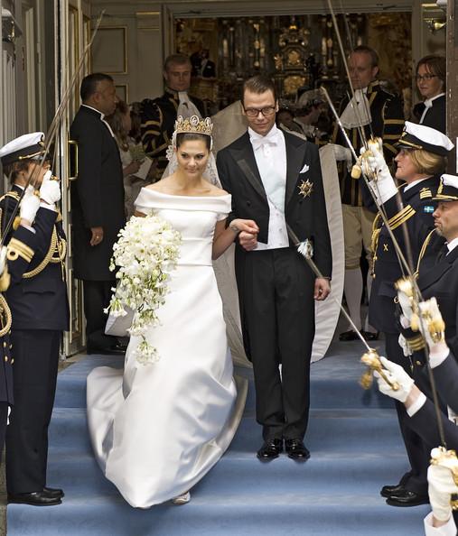 بالصور فساتين الملكات الفرنسيات , روعه في التصميمات الملكيه واناقه الفرنسيين 230 9