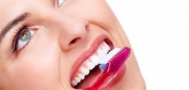 بالصور علاج رائحة الفم الكريهة عند الاستيقاظ من النوم , تعرف علي طرق العلاج رائحه الفم 450