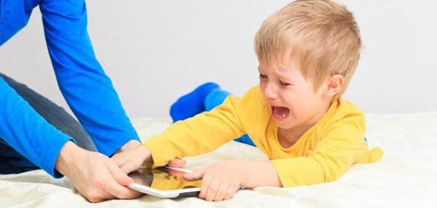 صورة كيفية التعامل مع الطفل العنيد والعصبي في عمر الثلاث سنوات , طريقه تعاملك مع طفلك المتعند