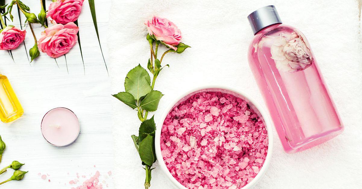 صورة فوائد ماء الورد للجسم , ماهى الفوائد من استخدام ماء الورد