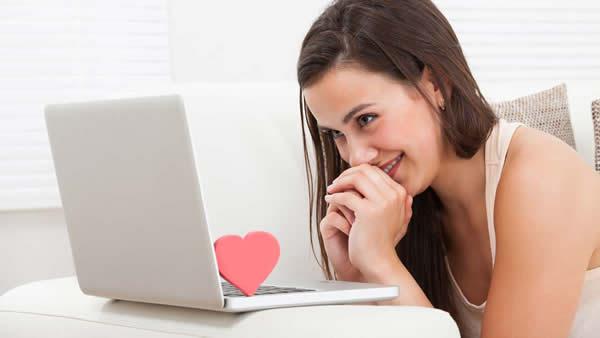صورة كيف تكلم فتاة لاول مرة على الفيس بوك , مهارة بدايه الكلام مع البنت للمرة الاولي علي الفيس