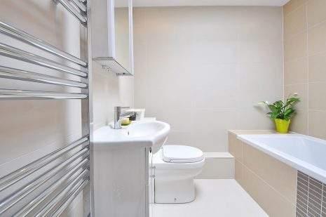 صورة دخول الحمام في المنام , تفسير رؤية دخول الخلاء