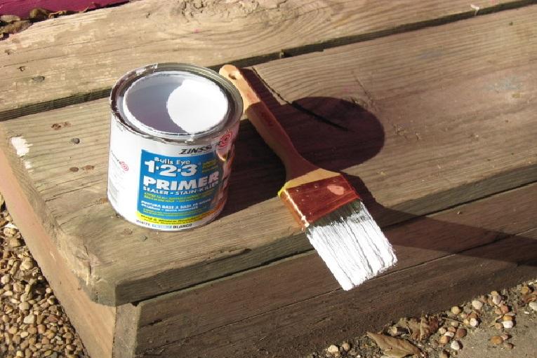 صورة طريقة دهان الخشب , دهان الخشب بالخطواط