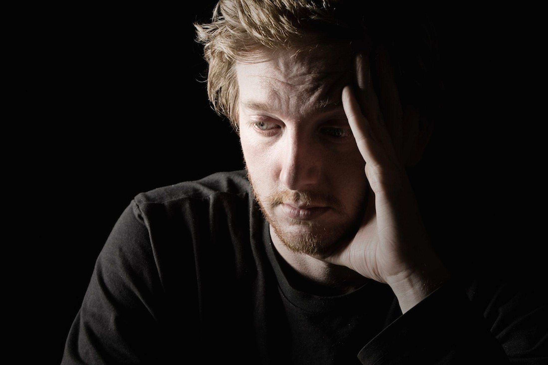 بالصور صور شاب حزين , خلفيات للشباب حزينة جدا 2916 1