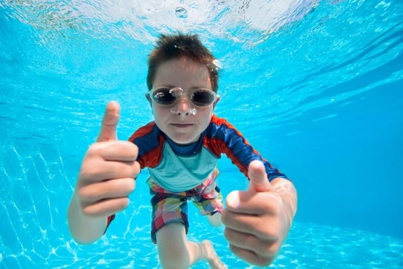 صورة تفسير الاحلام السباحة في المسبح , ماهو تفسير رؤيا السباحة في منام