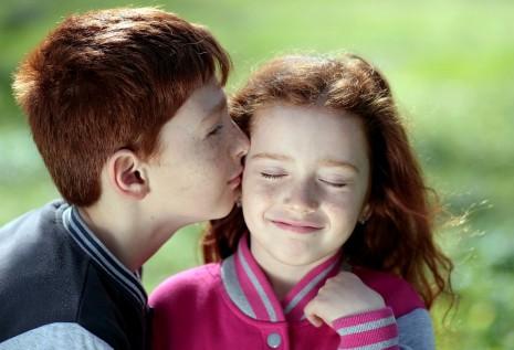 صور القبلة في المنام لابن سيرين , تفسير رؤيه القبله فى المنام