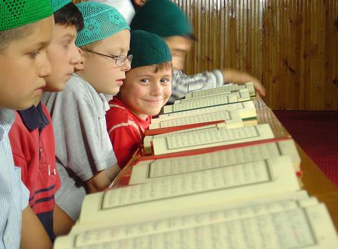 صورة تربية الاطفال في الاسلام منذ الولادة , كيفيه تربيه الطفل بشكل اسلامى صحيح