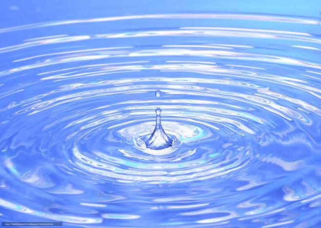 بالصور تفسير حلم سكب الماء , تعرف علي تفسير رؤية سكب الماء في الحلم