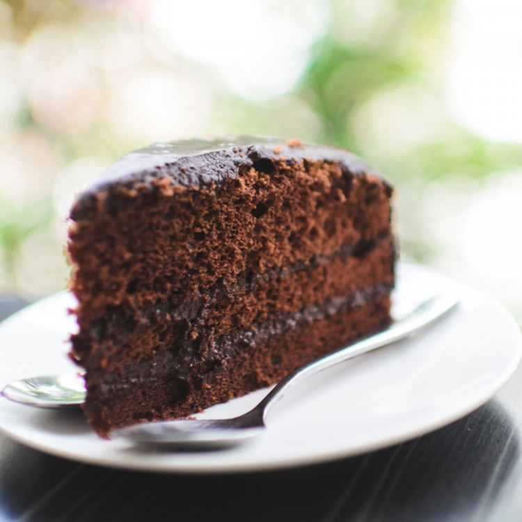 صور طريقة عمل الكيكة العادية بالشيكولاتة , مكونات و مقادير عمل كيكه الشيكولاته