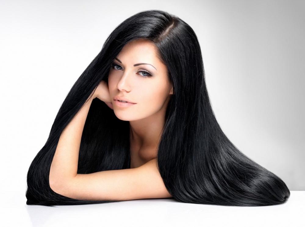 صورة كيفية جعل الشعر ناعم كالحرير للبنات , وصفة طبيعية لفرد الشعر و جعله ناعم