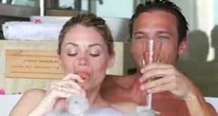 بالصور الزوجين في الحمام , كيفيه وحكم الاغتسال بين الزوجين 13291 2 310x165