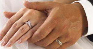 خاتم الخطوبة في اي يد